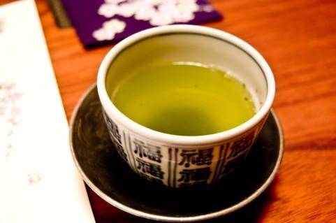 カテキン豊富な緑茶で老化は防げる