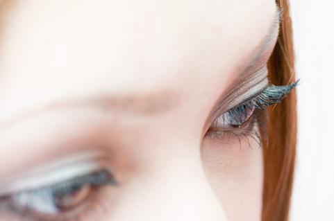 頭痛・肩こりの原因になる「眼瞼下垂症」とは?