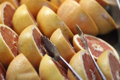 グレープフルーツは平べったい形のほうが甘い