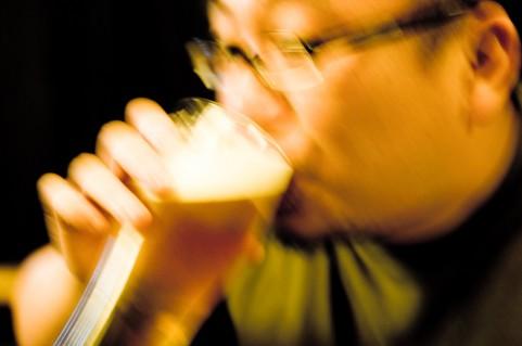 女性化乳房がお酒をよく飲む男性に増えている