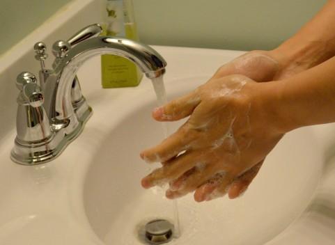石鹸で手洗いすると逆に食中毒菌が増える!?