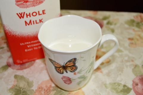牛乳は栄養過剰のため子どもの病気の原因になる