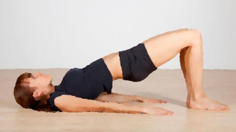 ピラティスはまず背骨をなめらかに動かす運動から