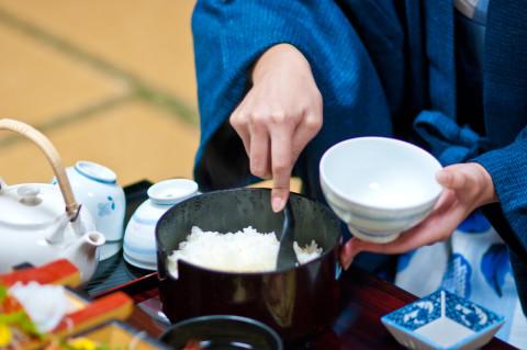 ご飯の糖質はお茶碗1杯で角砂糖14個分