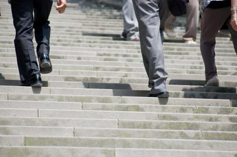 階段を上りながら「インナーマッスル」強化