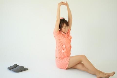夏バテを防ぐ脚と肩の疲労回復ストレッチ