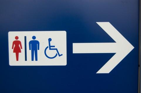 便秘解消に「洋式トイレで前かがみ」が効く理由