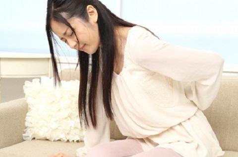腰の痛みは十二指腸潰瘍や尿路結石が原因かも!?